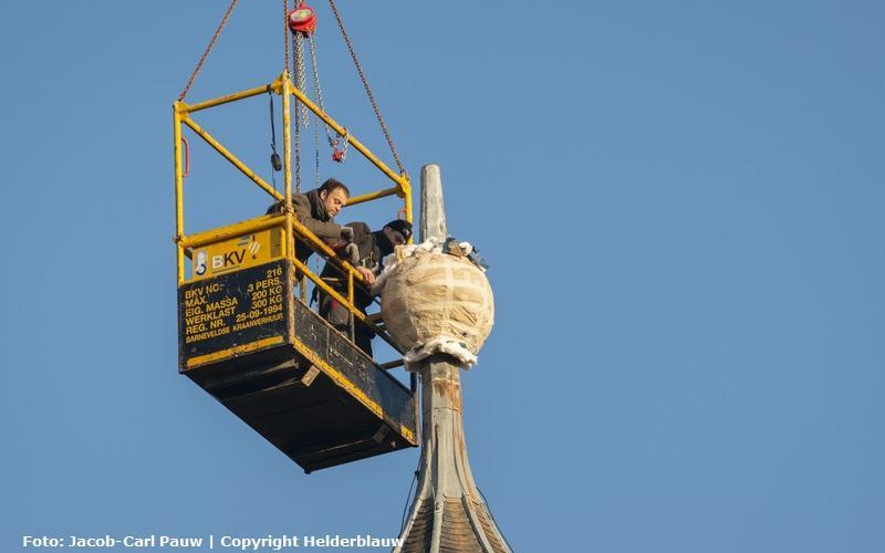 Koninklijke Eijsbouts restaureert uurwerk en weerhaan Oude Kerk Barneveld.