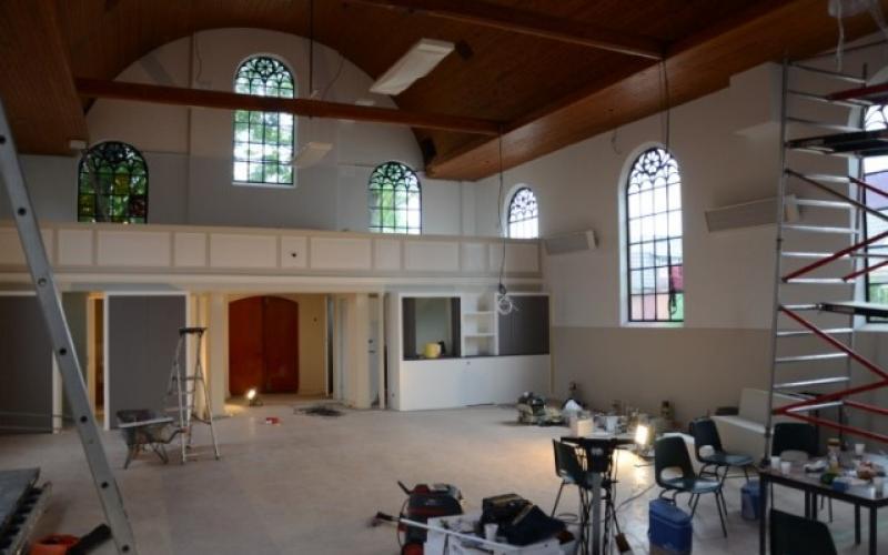 Kerkgebouw NGK De Ontmoeting in Voorthuizen tijdens de verbouwing