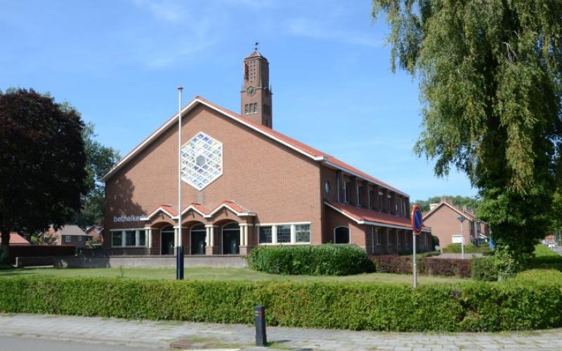 De Bethelkerk in Barneveld kort voor de verbouwing.   Copyright Helderblauw