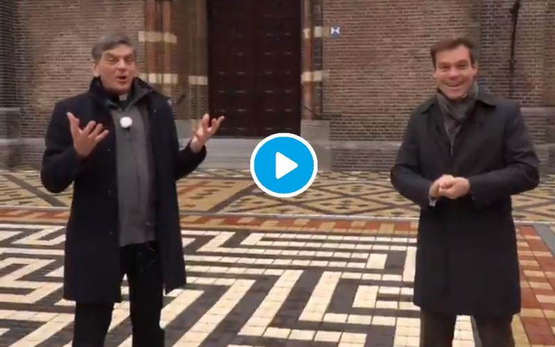 CDA Kamerlid Martijn van Helvert (r) en Parochie-vicaris Ad van der Helm (l) roepen op kerkklokken te luiden tijdens de jaarwisseling.