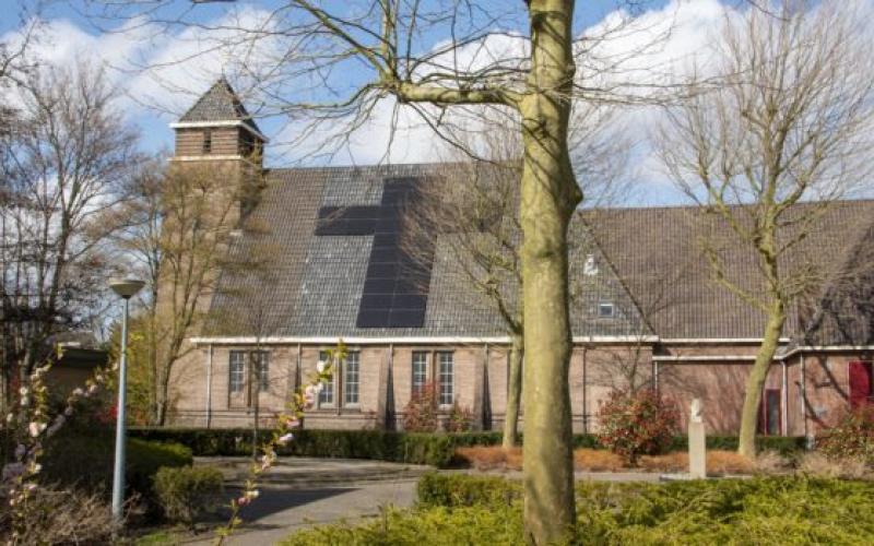 Zonnepanelen voor kerkgebouw Het Kruispunt in Landsmeer