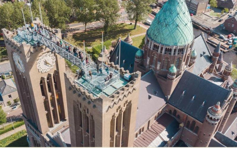 De Sint-Bavobasiliek in Haarlem tijdens 'Klim naar het licht'