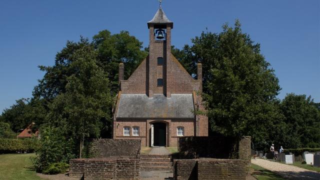 De Eilandkerk van de Hersteld Hervormde Gemeente in Nederhemert. Beeld Wikimedia/John Baker