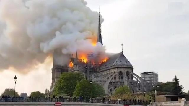 Notre Dame Parijs kerkgebouw brand