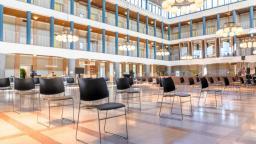 Refurbished stoelen door circulaire samenwerking Casala en Gispen