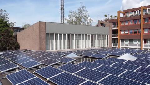 De Opstandingskerk in Monnickendam ontving 277 zonnepanelen.