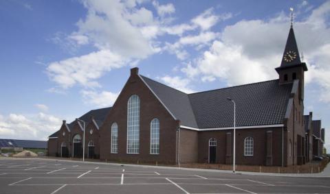 Het nieuwe kerkgebouw van de Hersteld Hervormde Gemeente in Waarder