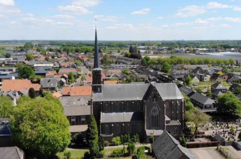 De Sint-Jan Evangelistkerk in Elshout, Noord-Brabant.